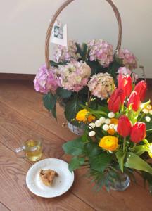 bloemen en taart